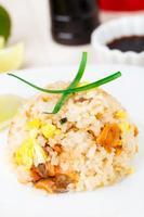 arroz frito con salmón