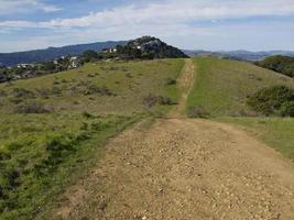 Ciclismo de tierra o sendero para caminar en tiburon california foto