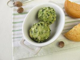 Spinach bread dumplings