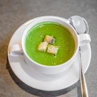 sopa de crema de espinacas foto