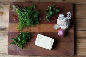 alho caseiro - manteiga de ervas