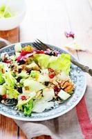 ensalada de fruta fresca con lechuga