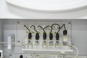 Automatizar analizador de química.