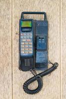 viejo móvil en el viejo escritorio