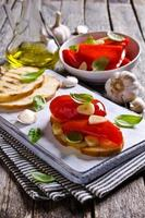 Sandwich with peppers and garlic