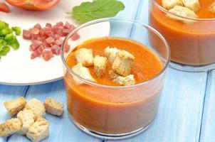 sopa de gazpacho fría foto