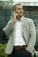 usando el teléfono móvil