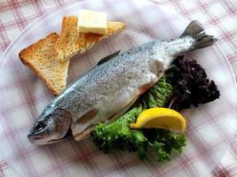 Fisch auf Teller photo