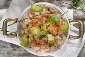 arroz con camarones y calabacín