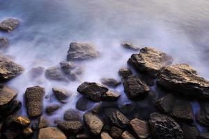 rocas y niebla