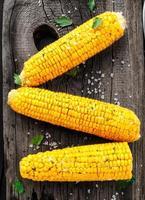delicioso maíz a la parrilla foto