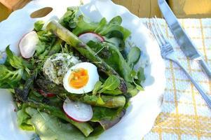 salada saudável com aspargos