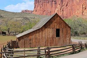 antiguo granero de madera foto