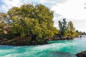 orilla del río foto