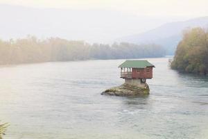 casa en el río foto