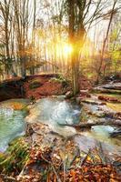 río en cascada
