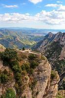 Hermosa montaña cerca del monasterio de Montserrat en Cataluña, España