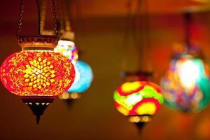 lámparas de linterna de colores foto