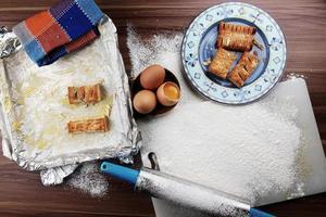 preparar la mesa de cocina foto