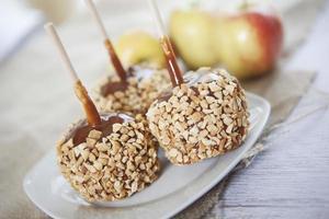 maçãs caramelo