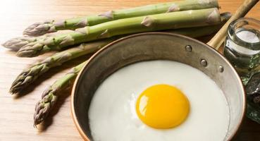 huevos con espárragos