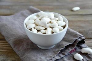 frijoles blancos en un tazón foto