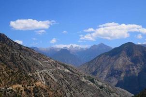 paisaje de terreno de montaña