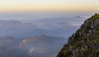 amanecer de paisaje de montaña