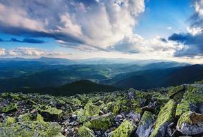 paisaje de montaña de los Cárpatos foto
