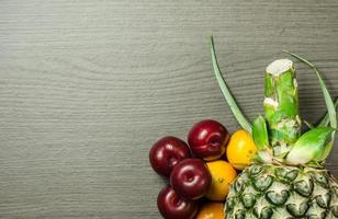 kleurrijke vruchten op tafel