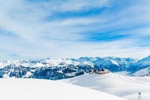 Alpes paisaje de montaña. paisaje invernal