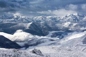 vista de paisaje de nieve de montaña