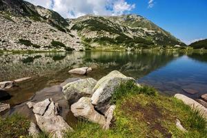 lac de muratovo, paysage de montagne pirin