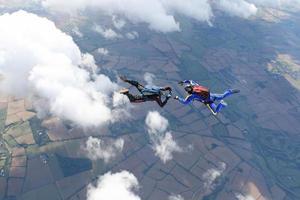 due paracadutisti in caduta libera