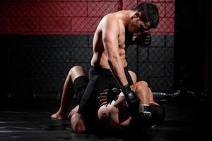 luchador de mma que domina el partido foto