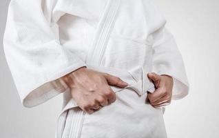 attacher la ceinture kimono close up image