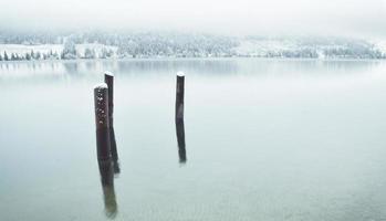 lago bohinj en invierno foto