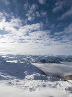 altas montañas en invierno