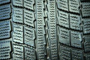 Gros plan de nouveaux pneus d'hiver