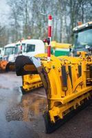 Primer plano de marco de arado. Los servicios de carreteras de invierno están listos para el invierno.