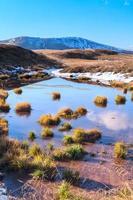 lago de montaña foto