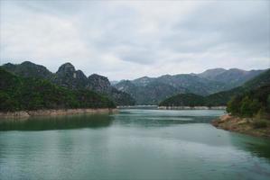 montañas y lagos foto