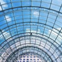 interior de telhado de vidro transparente