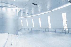 hall en edificio moderno
