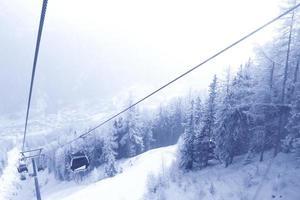teleférico nas montanhas