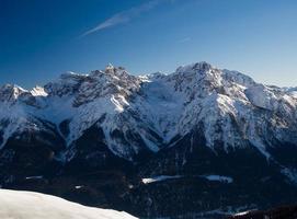 schneebedeckte Gipfel in den Schweizer Alpen, Engadin