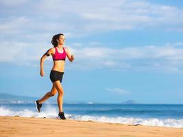 mujer fitness corriendo foto