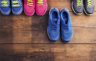 tênis de corrida no chão
