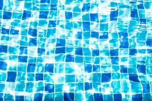 agua en piscina foto