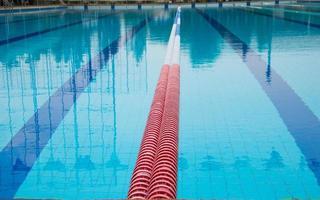 línea de piscina foto
